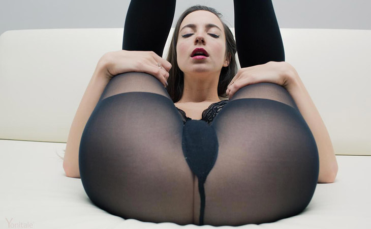 kiki-pantyhose-beauty