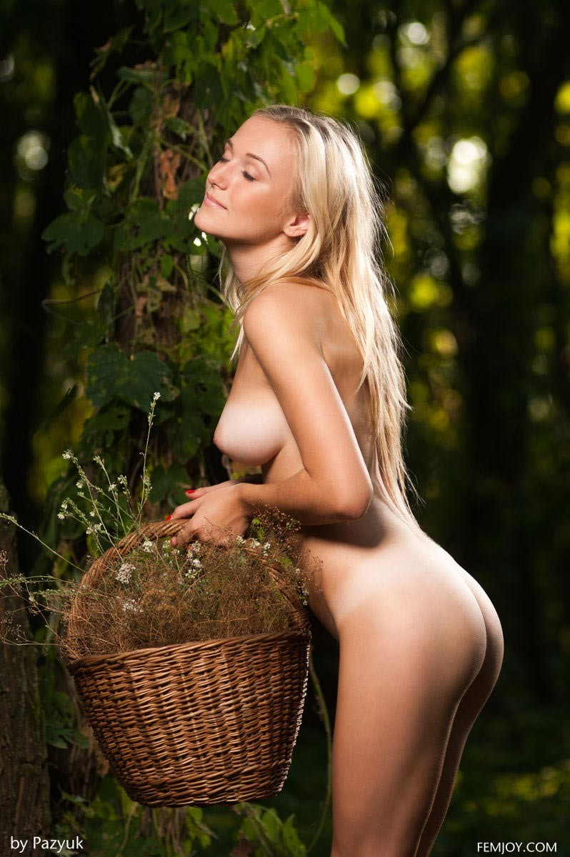 Aislin Naked and Lost in the Woods
