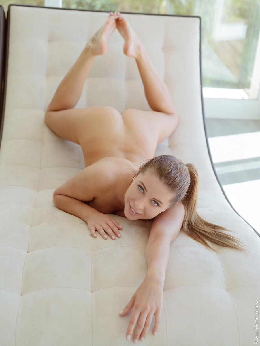 Ally Breelsen Shows Pussy