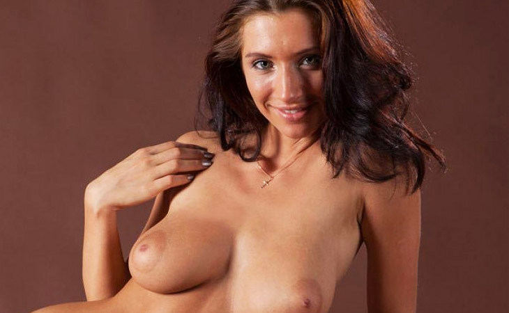 busty-tight-bodied-nude-model