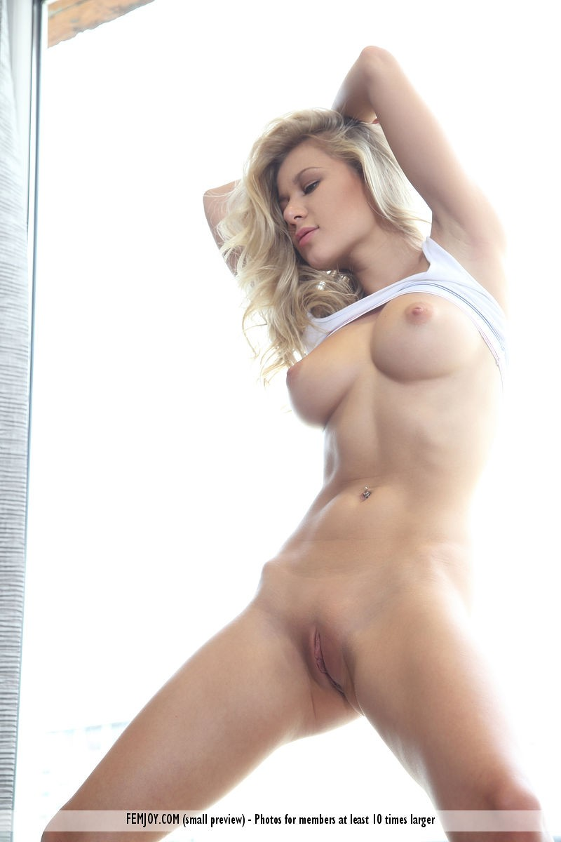 Candice B Naked in Natural Light