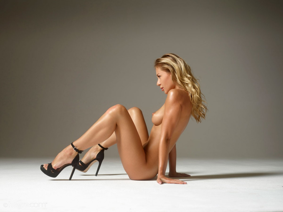 Candice B Smooth Leggy Goddes in the Studio