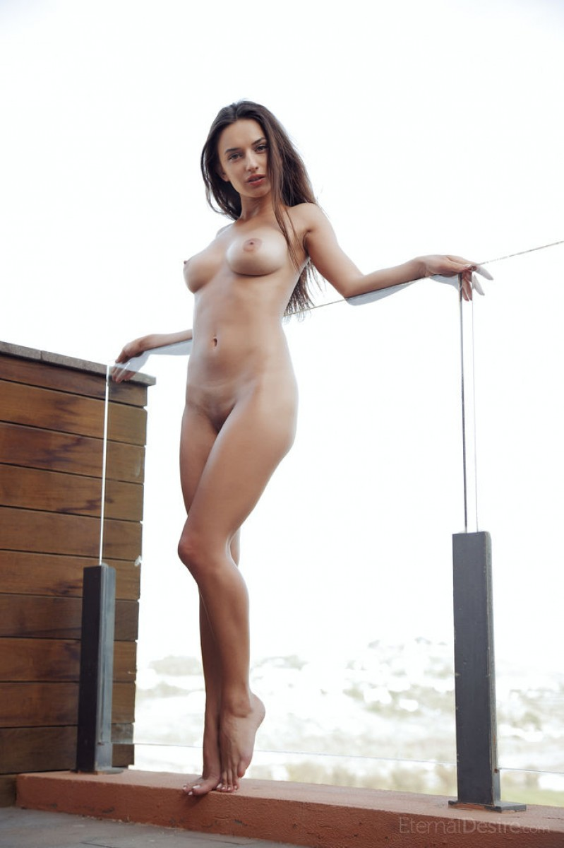 Gloria Sol Shows her Lovely Body