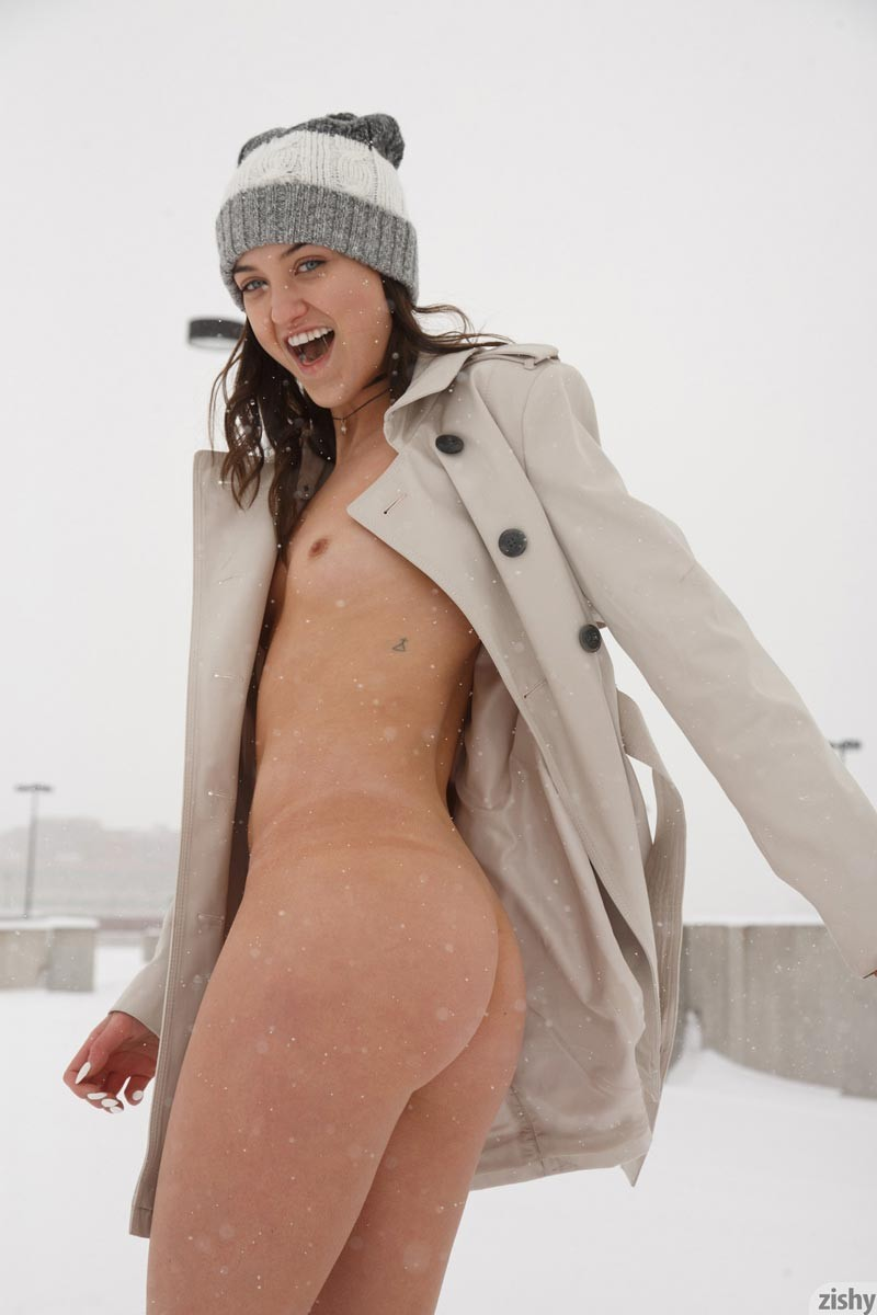 Hot Laina Naked in the Snow