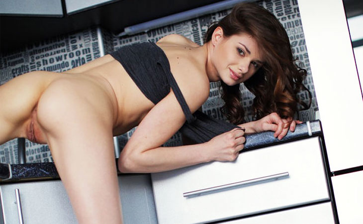 loretta-naked-in-the-kitchen