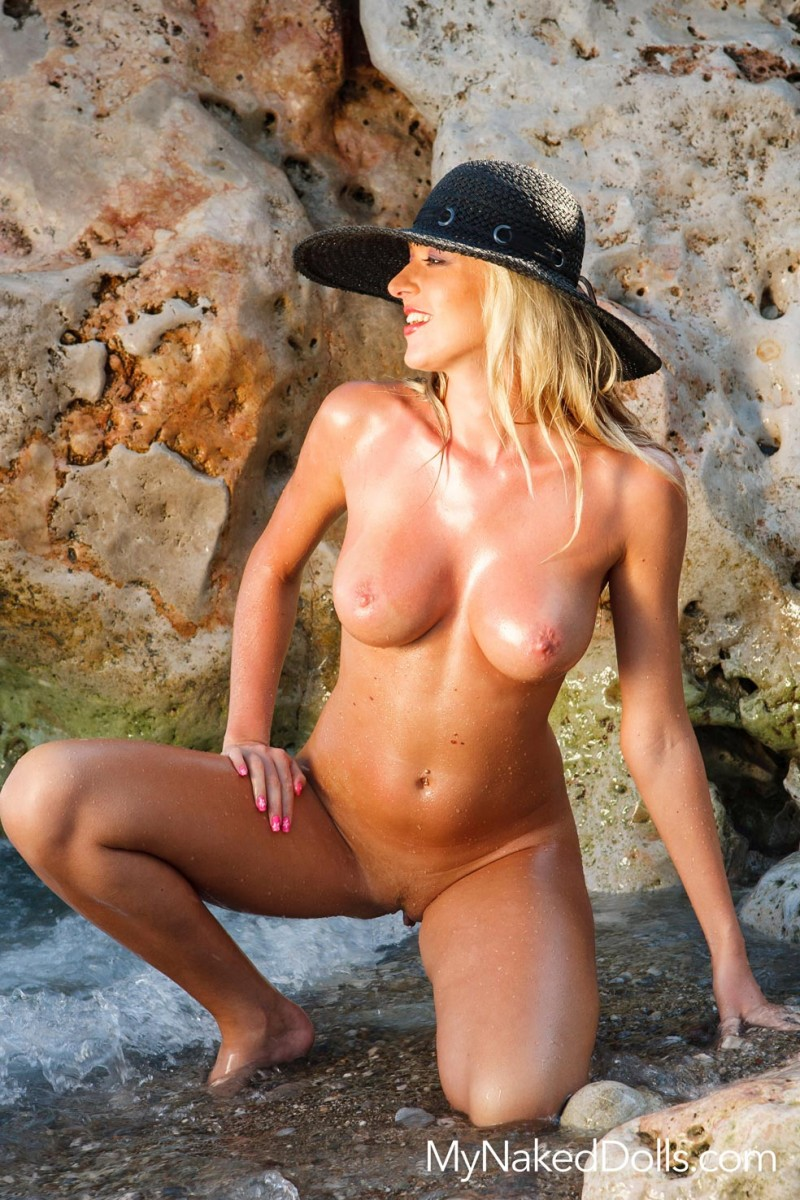 Oiled Busty Blonde in the Sun