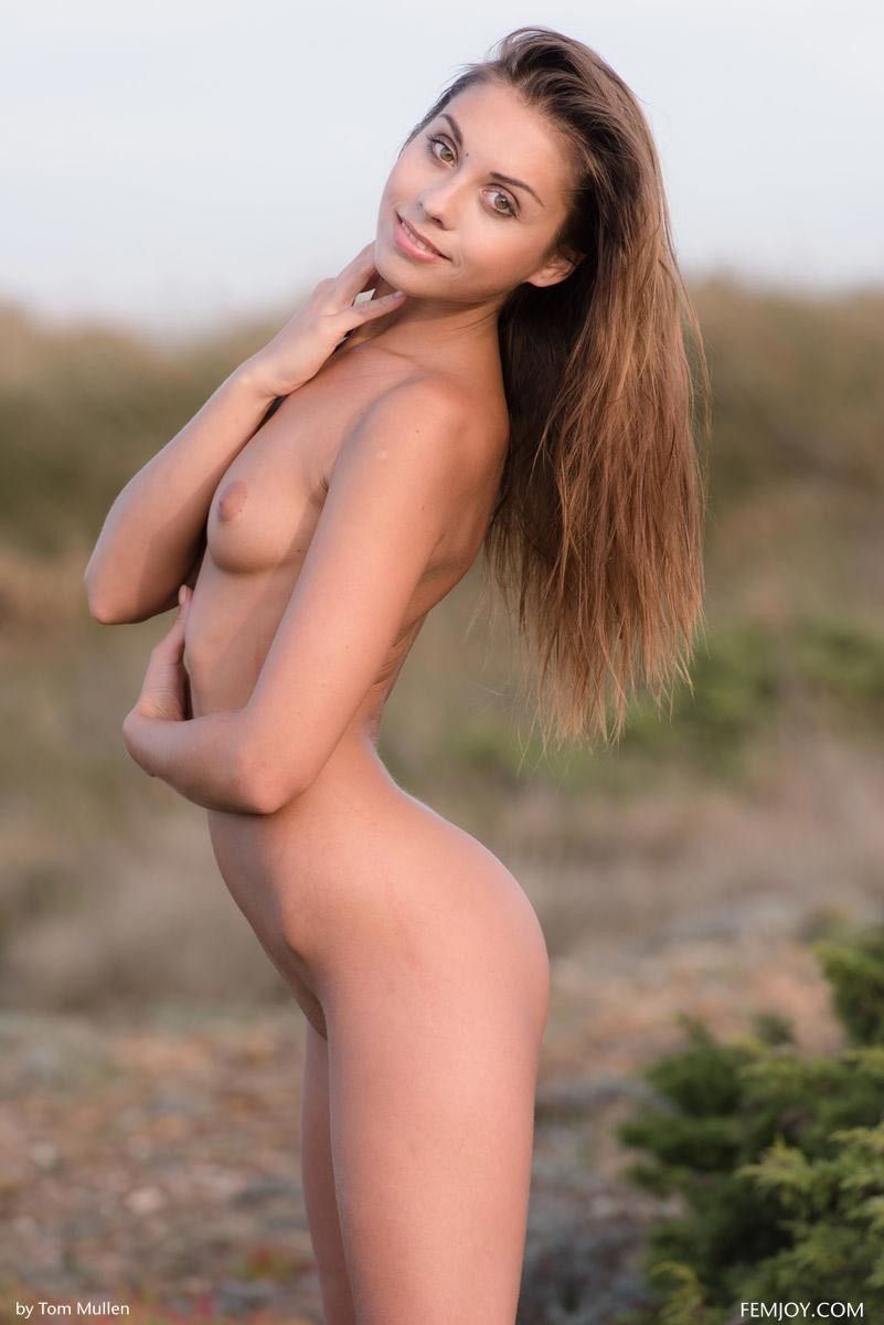 Sabrisse A Nude in the Outdoors