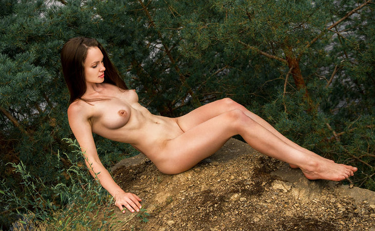 tanya-grace-naked-in-nature
