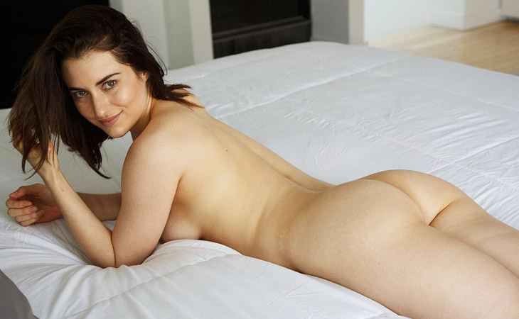 tiffany-crystal-naked-in-her-room