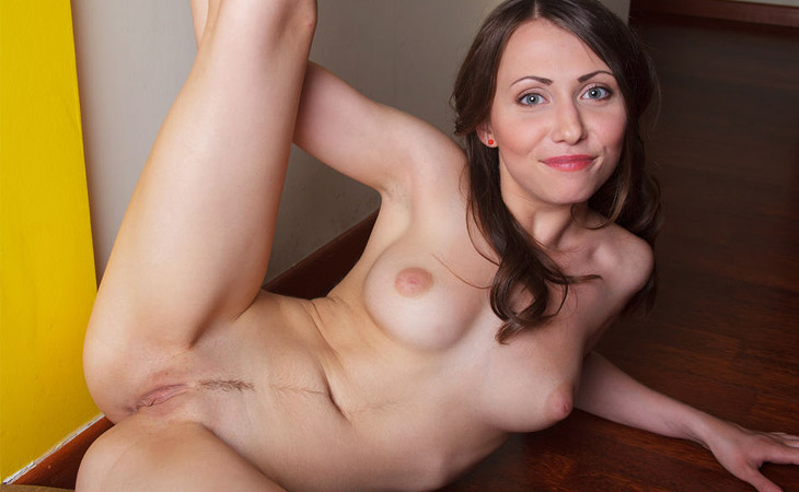 ynesse-hot-brunette-with-a-trimmed-snatch